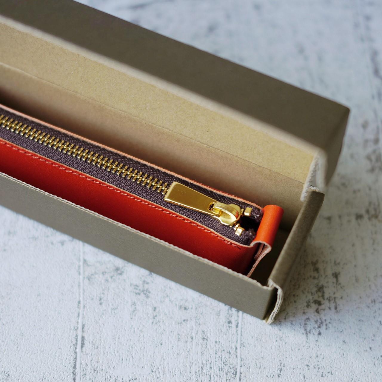 ツヤツヤ革のペンケースあります。ギフトにいかがでしょうか?
