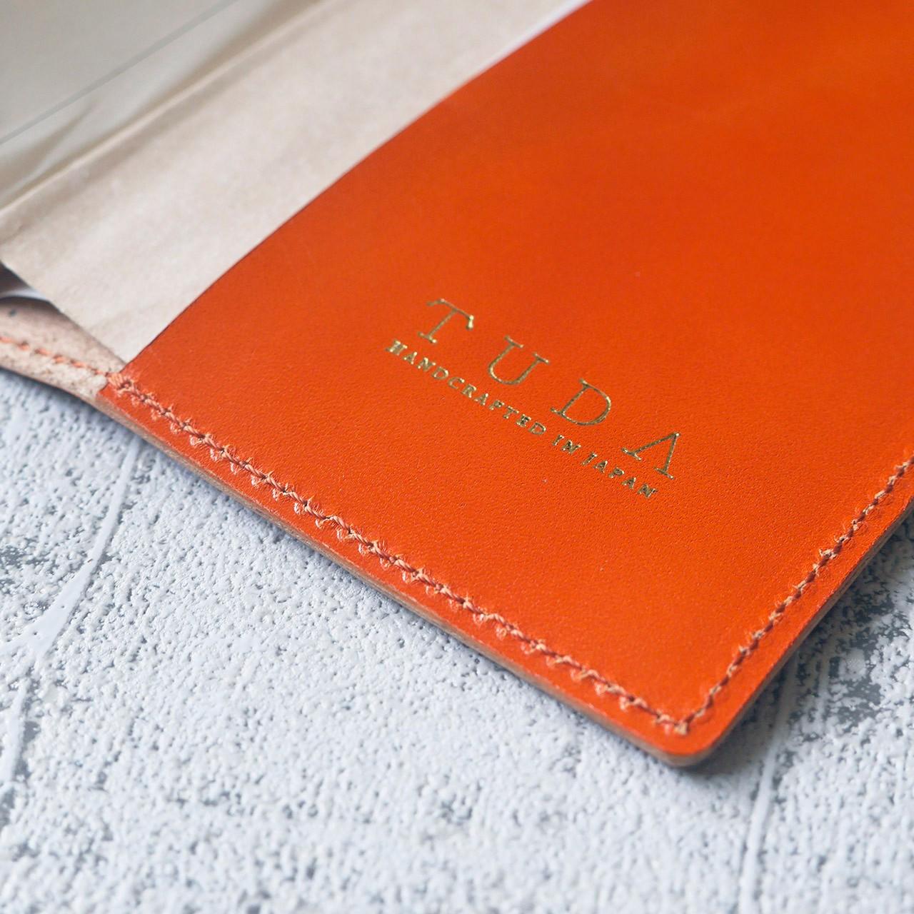 ブックカバーをはじめとする革小物はオレンジカラーのご希望が多いです。