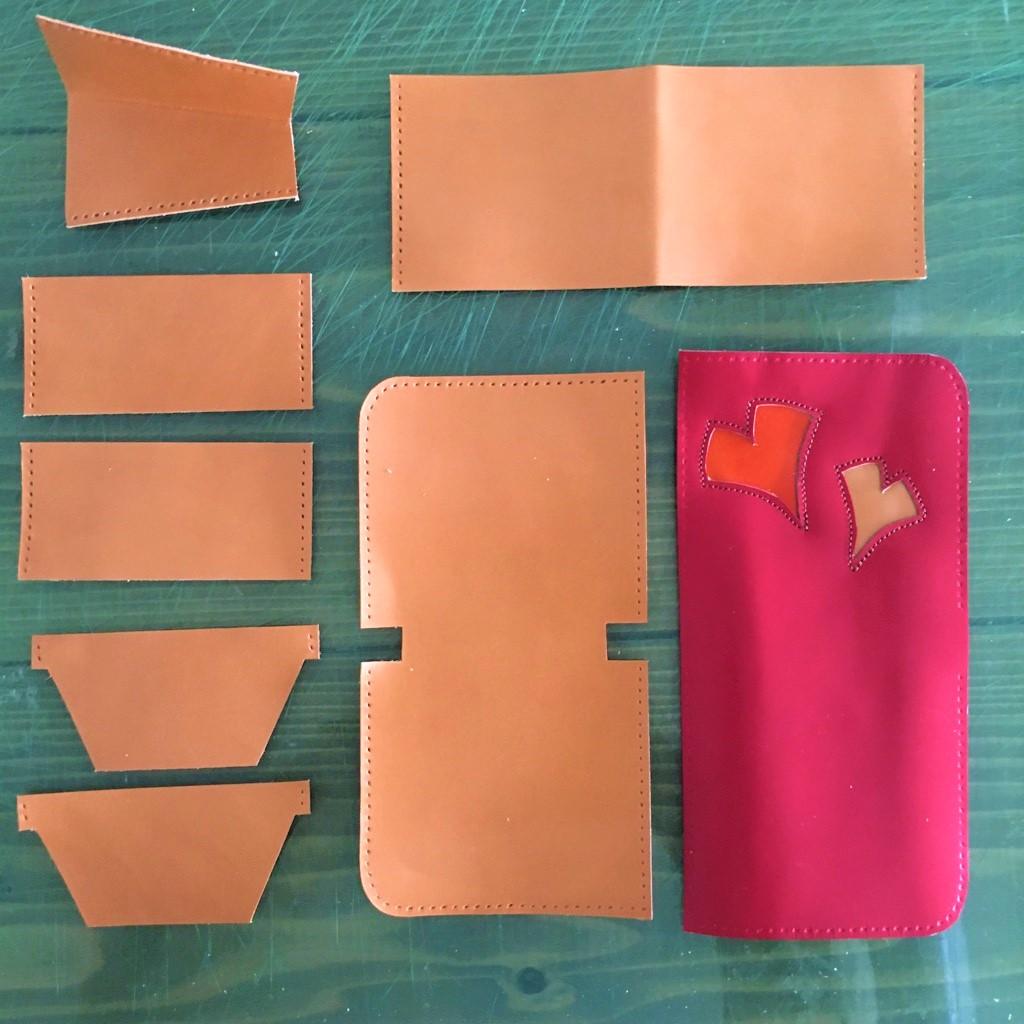 赤のランドセルリメイク。かぶせ部分を使い、財布を作りました。