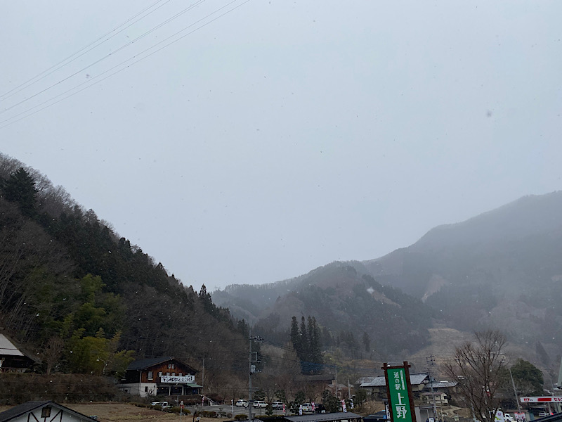 道の駅上野にも雪が…