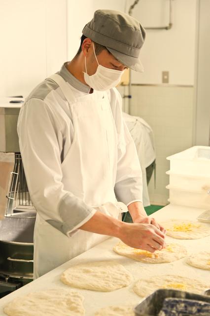 街で一番便利なパン屋の開業です!