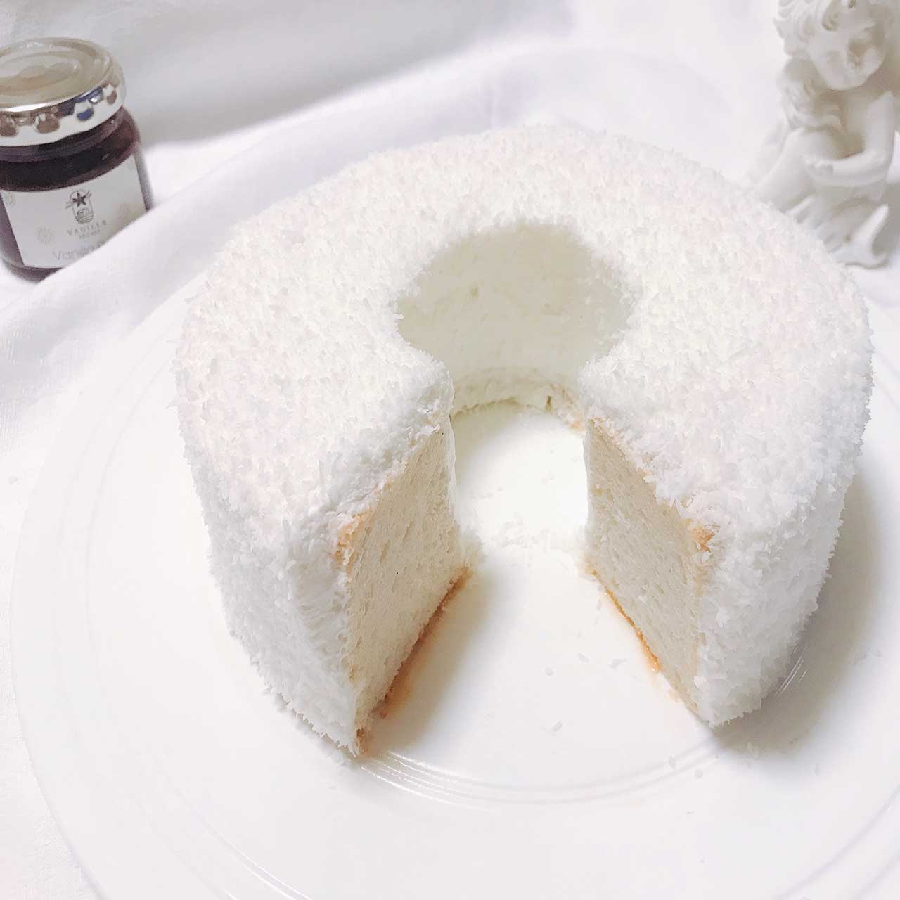 【バニラのエンゼルフードケーキ✨:天使の食べ物」という名前にふさわしい!まっしろケーキ🍰】