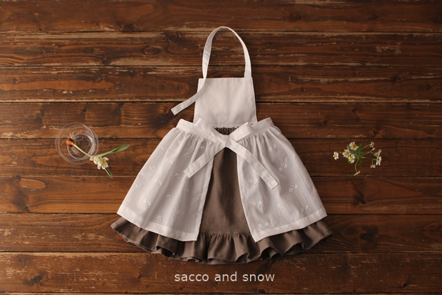小さな服 sacco and snow