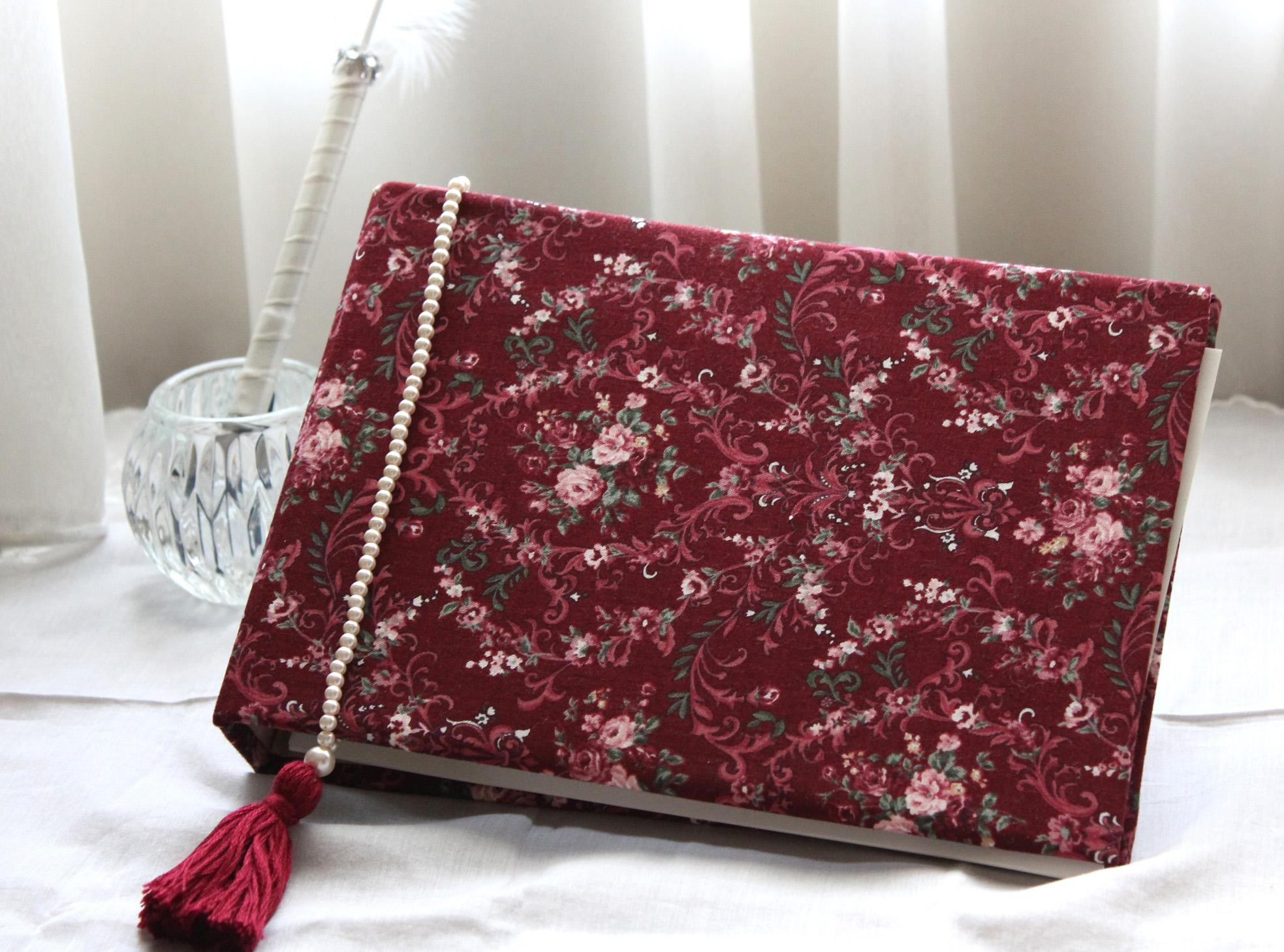 結婚式ではゲストブックに使用し、式後はアドレス帳として使える便利でお洒落なゲストブックです。