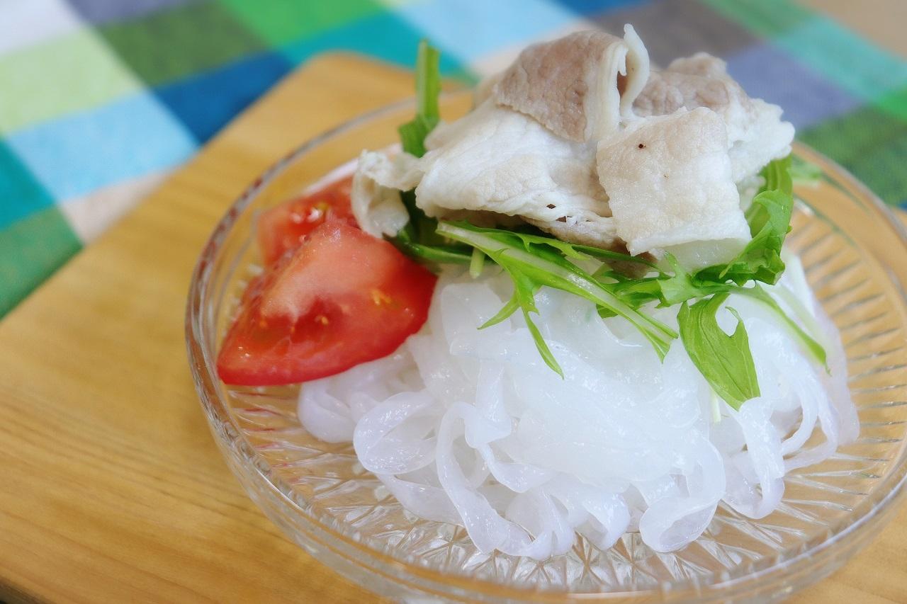 水洗いだけで食べられる<br> 「こんにゃくサラダ麺」5食セット<br>ごまドレッシング付き