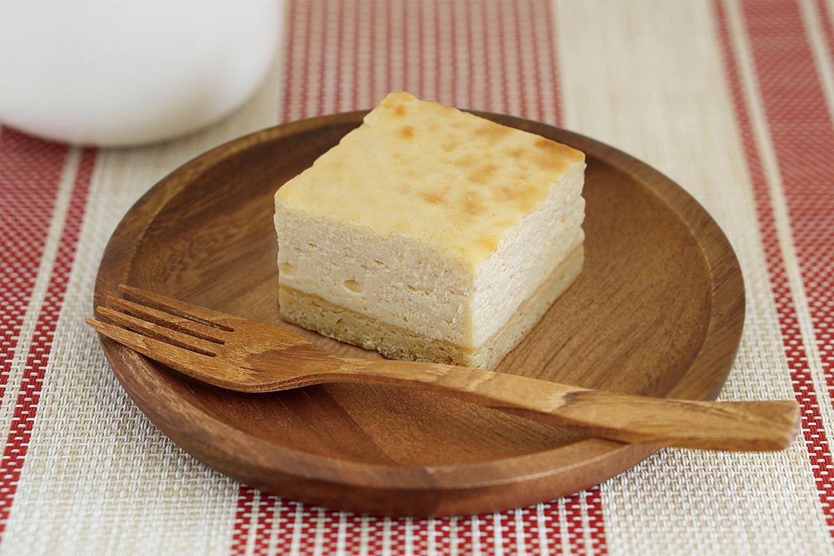 チーズケーキはWISSHの看板商品。まずは定番のプレーンをどうぞ。